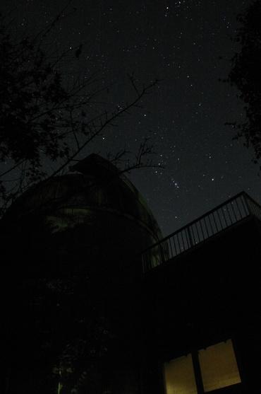 城里町ふれあいの里天文台のドームとオリオン座
