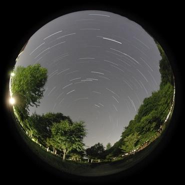 天の北極を巡る星々 2009年5月14日 逆川緑地にて