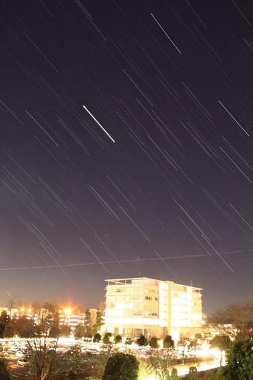 西に傾く木星 2011年1月17日