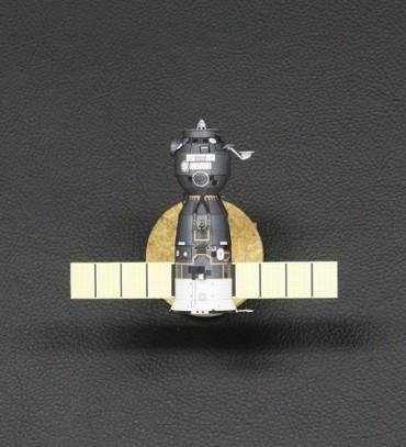 1/100スケールペーパークラフトによる ソユーズ宇宙船(TMA-5)