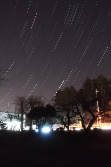 クリスマスの夜空に昇る春の星座たち