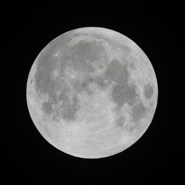半影月食直前の月 2012年11月28日 21:13