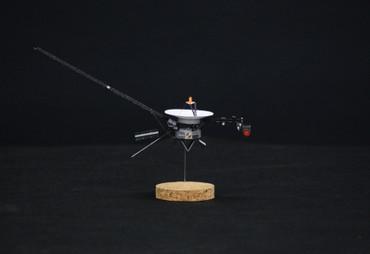 1/100スケールペーパークラフトによる 「ボイジャー」探査機
