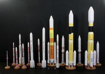 1/100スケールペーパークラフトによる 日本の衛星打ち上げロケットたち