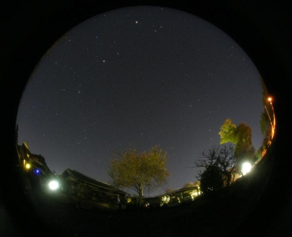 魚眼レンズによる北の空