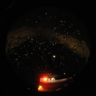 映し出された星空