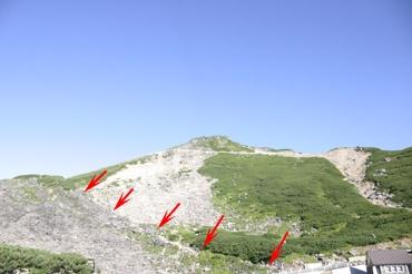 肩の小屋への登山道