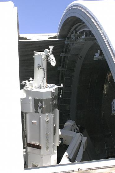 陽光に輝く乗鞍コロナ観測所25cmコロナグラフ