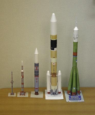 1/100スケールのペーパークラフトによるロケットたち 2009年11月6日