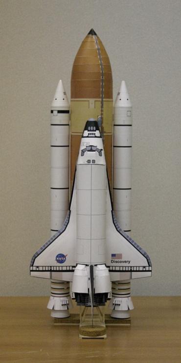 1/100スケールペーパークラフトによる「ディスカバリー」(STS-128)