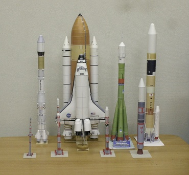 1/100スケールのペーパークラフトによるロケットたち 2009年11月26日