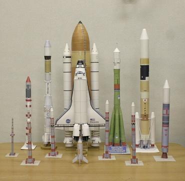 1/100スケールペーパークラフトによるロケットたち 2009年12月3日