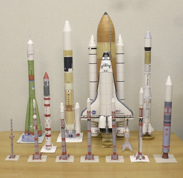 1/100スケールペーパークラフトによるロケットたち 2009年12月6日