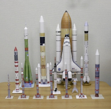 1/100スケールペーパークラフトによるロケットたち 2009年12月8日