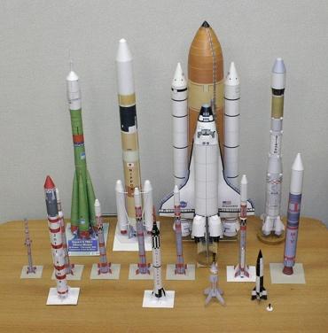 1/100スケールペーパークラフトによるロケットたち 2009年12月10日
