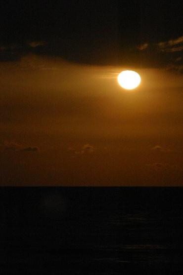 月の出の光景 2010年3月3日 大洗海岸にて