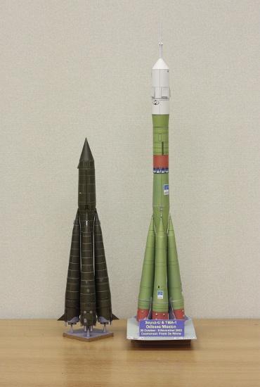 1/100スケールペーパークラフトによる R-7 スプートニク と ソユーズロケット