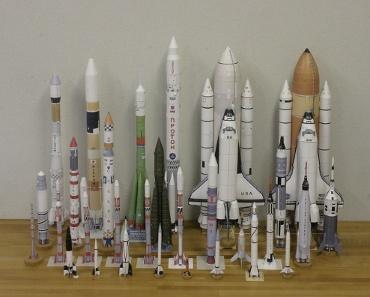 1/100スケールペーパークラフトによるロケットたち 2010年3月5日
