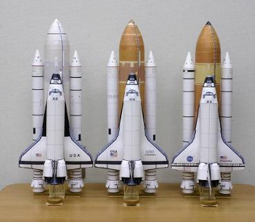 1/100スケールペーパークラフトによるスペースシャトルたち 2010年3月22日