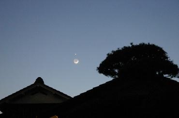 月と金星の接近 2010年5月16日 広角レンズで