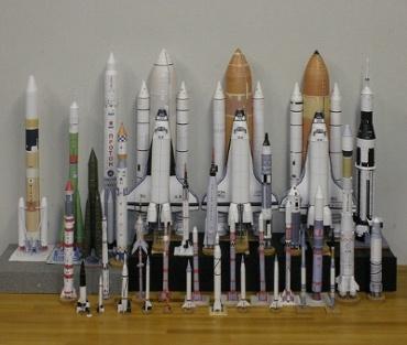 1/100スケールペーパークラフトによるロケットたち 2010年4月13日