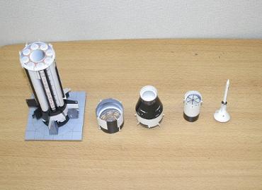 1/100スケールペーパークラフトによる サターン Ⅰ SA-6(各段を分離した姿)