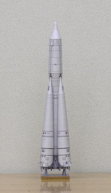 1/100スケールペーパークラフトによる R-7 スプートニク 2