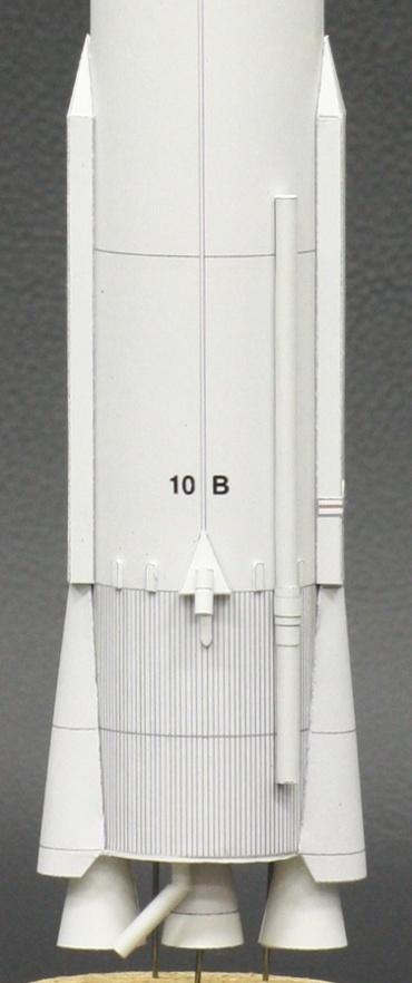 1/100スケールペーパークラフトによる アトラス B (SCORE打ち上げ時) 細部のクローズアップ