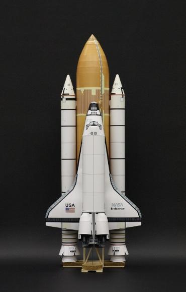 1/100スケールペーパークラフトによる スペースシャトル エンデバー(STS-49)