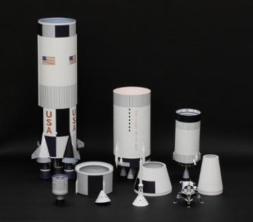 1/100スケールペーパークラフトによる サターンⅤ SA-506 (アポロ11号),各パーツに分離した状態