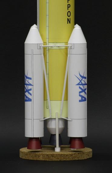 1/100スケールペーパークラフトによる H-ⅡBロケット下部とSRB