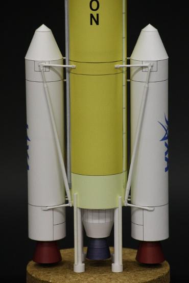 1/100スケールペーパークラフトによる H-ⅡA202型 SRBの接続部分