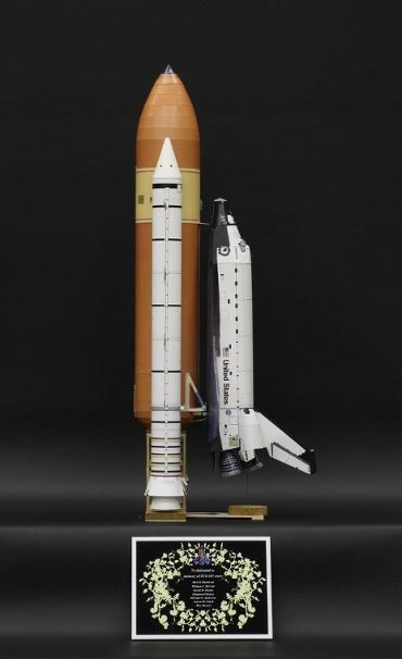 1/100スケールペーパークラフトによる スペースシャトル コロンビア(STS-107) 側面から