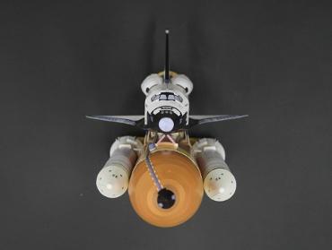 1/100スケールペーパークラフトによる スペースシャトル コロンビア(STS-107) 前(上)から