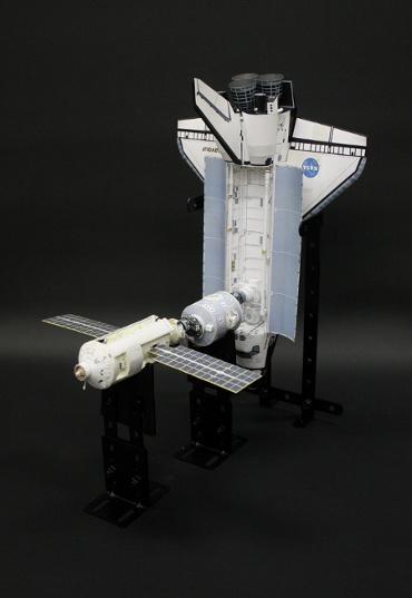 1/100スケールペーパークラフトによる 国際宇宙ステーション(1998年12月7日の状態)