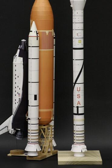 1/100スケールペーパークラフトによる スペースシャトル(STS-41D)の SRB と アレス Ⅰ-X 第一段
