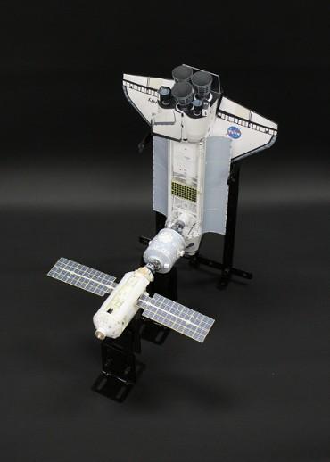 1/100スケールペーパークラフトによる 国際宇宙ステーション(1999年5月29日の状態)