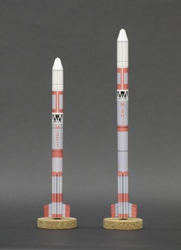 1/100スケールペーパークラフトによる Μ-3C-1 と Μ-3H-1