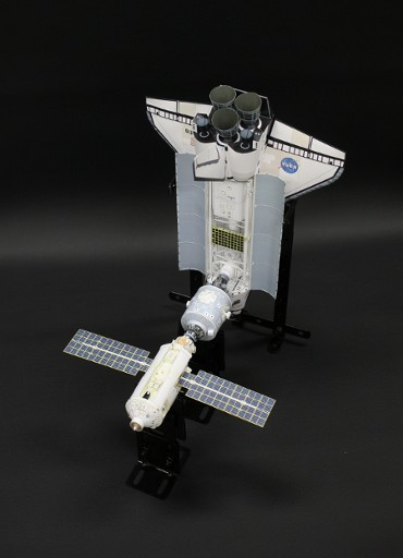 1/100スケールペーパークラフトによる 国際宇宙ステーション(2000年5月20日の状態)
