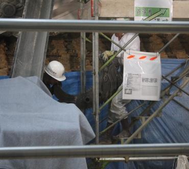 鯱瓦の取り外し 2011年6月22日