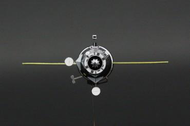1/100スケールペーパークラフトによる プログレス補給船(M1-3) 正面から