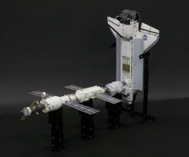 1/100スケールペーパークラフトによる 国際宇宙ステーション(2000年9月10日の状態)