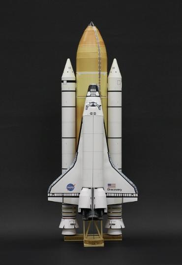 1/100スケールペーパークラフトによる スペースシャトル ディスカバリー(STS-133)