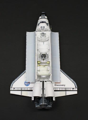 軌道上のスペースシャトル「ディスカバリー(STS-92)」