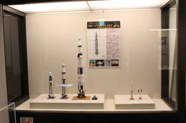 伊那市創造館に展示中のペーパークラフトロケットたち
