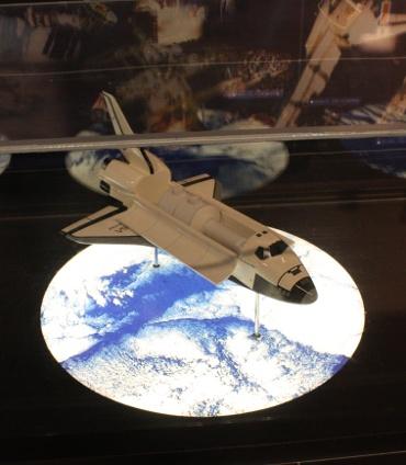 伊那市創造館に展示中のスペースシャトル「エンデバー」の模型(JAXA提供)