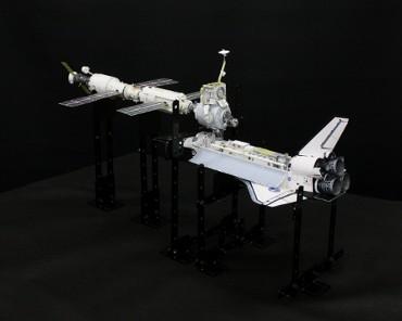 1/100スケールペーパークラフトによる 国際宇宙ステーション(2000年12月2日の状態)