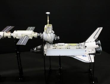 国際宇宙ステーションにドッキングした「エンデバー(STS-97)」(2000年12月2日)