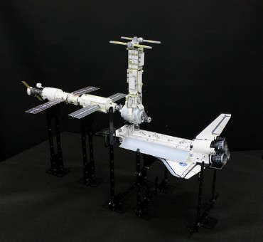 1/100スケールペーパークラフトによる 国際宇宙ステーション (2000年12月3日の姿(2))