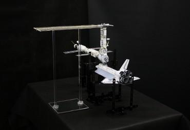 1/100スケールペーパークラフトによる 国際宇宙ステーション(2000年12月3日の姿(3))